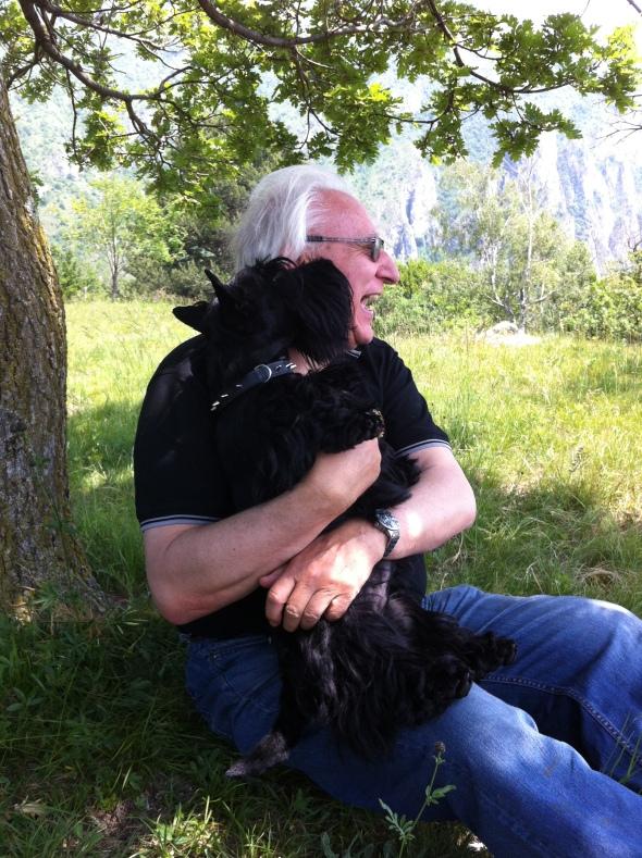 Io che abbraccio e bacio il nonnino.