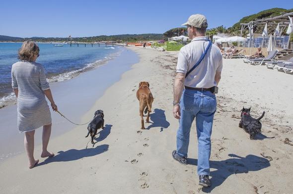 Eccoci a passeggio, io, la mia ragazza i bipedi.